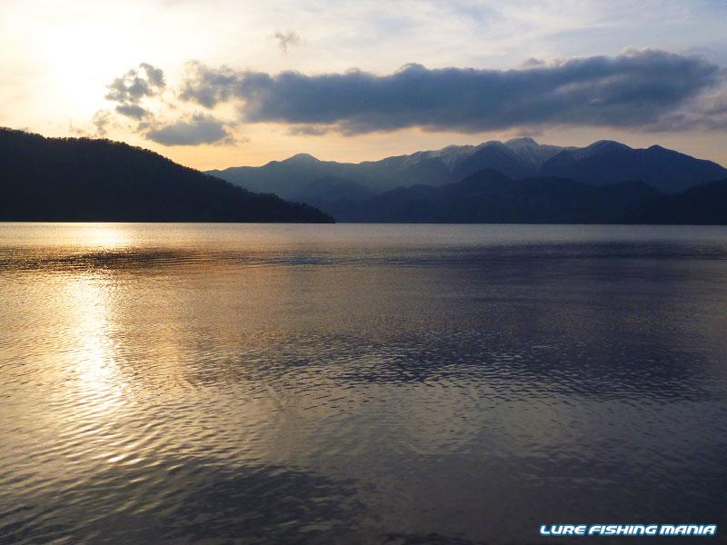 久々に見ることができた中禅寺湖の夕暮れ