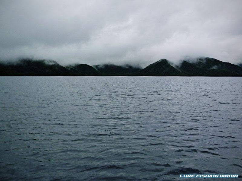 雨と霧で、いかにもな雰囲気