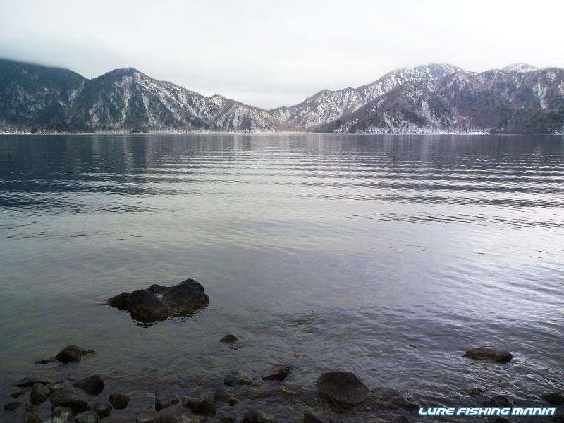 雪景色と静かな水面に、期待せざるを得ません