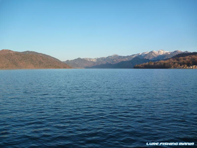 湖上から見る白根山...寒い!