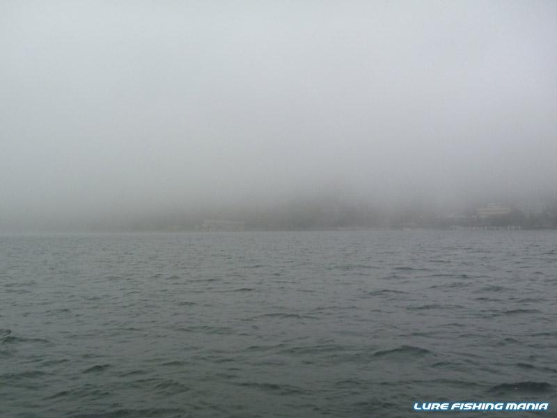 雲なのか霧雨なのか霧なのか...細かい雨と濃霧の午後