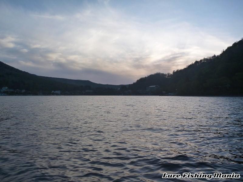 夜明け前の幻想的な風景