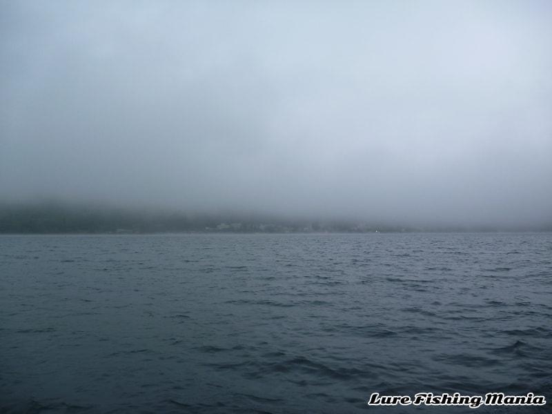 午後は小雨交じりの中禅寺湖