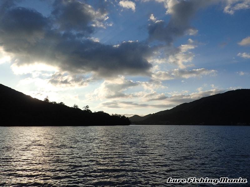 朝陽が綺麗な中禅寺湖