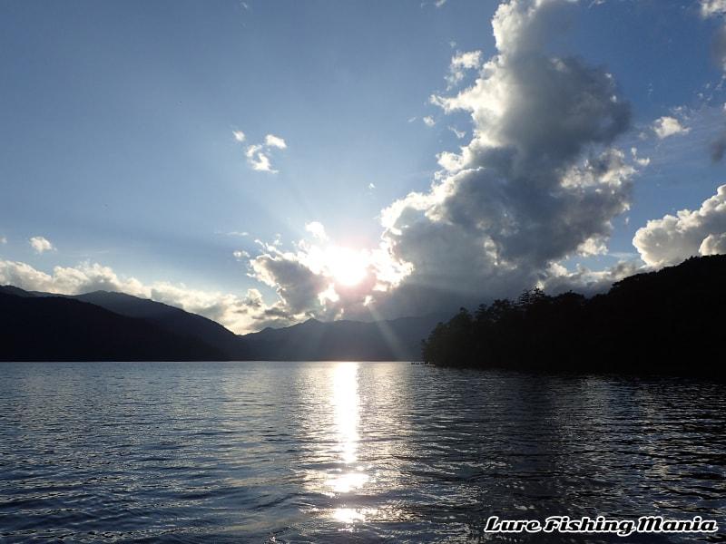 日が落ち始めた中禅寺湖