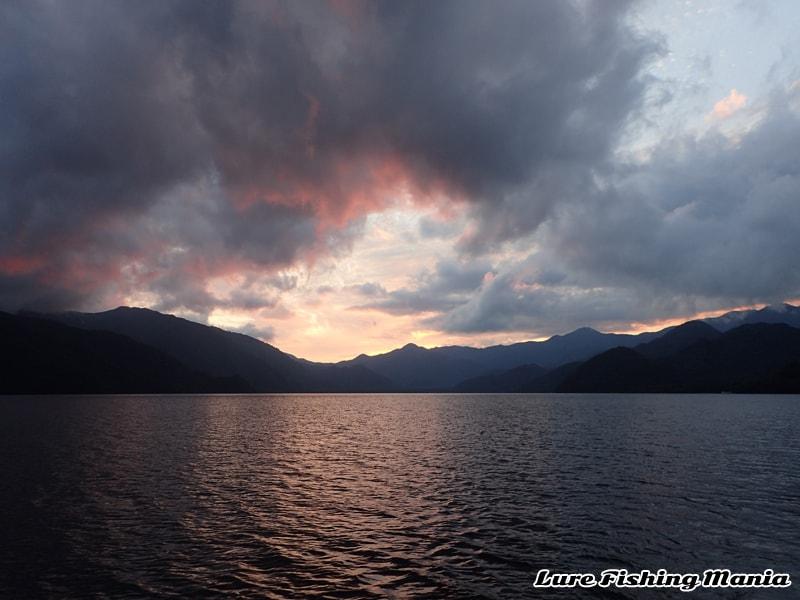 綺麗な中禅寺湖の夕焼け