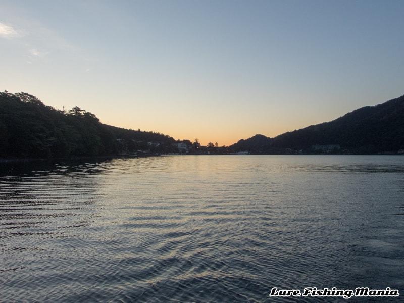 大尻から昇る太陽が綺麗な中禅寺湖