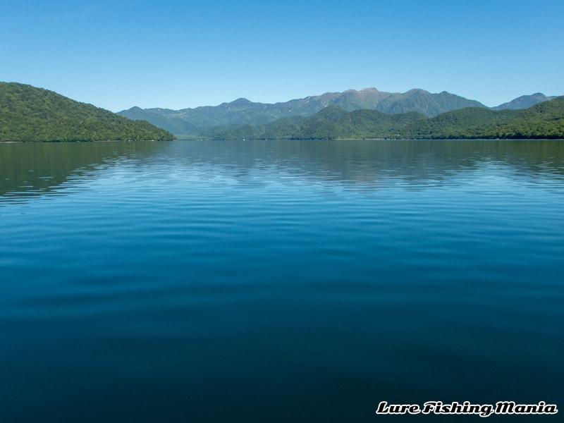 ベタ凪時々微風になってしまった中禅寺湖