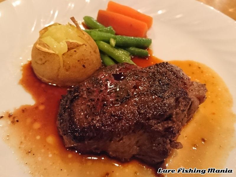 柔らかい赤身のステーキは絶品
