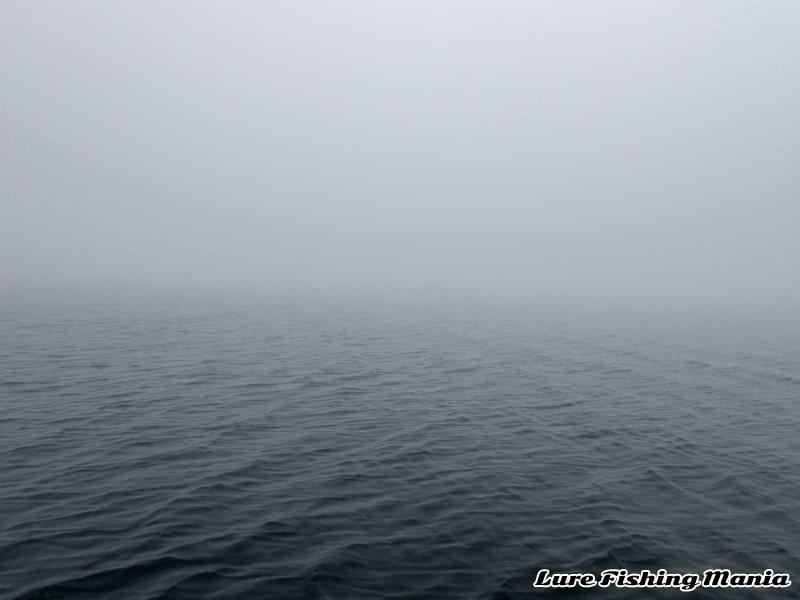 霧に包まれる中禅寺湖