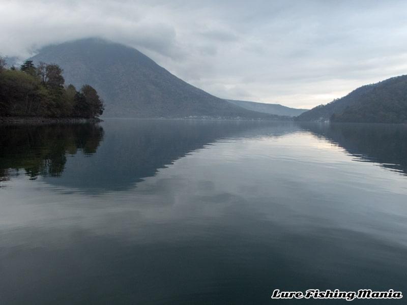 再び無風状態になってしまった中禅寺湖