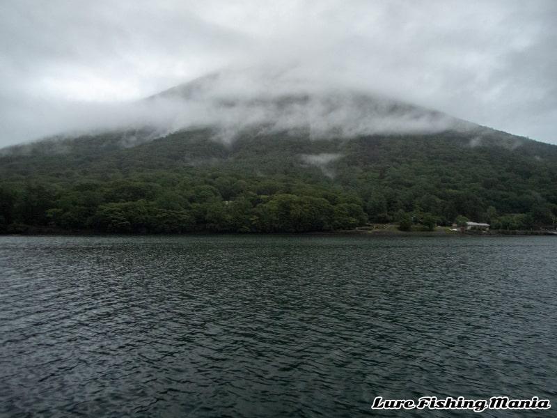 相変わらず雨降りの中禅寺湖