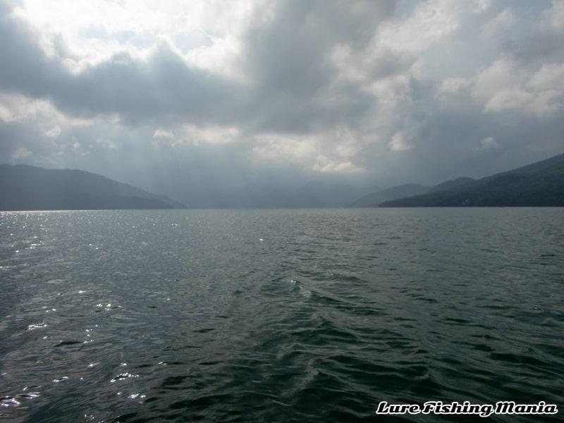 午後になっても相変わらず良い天気の中禅寺湖