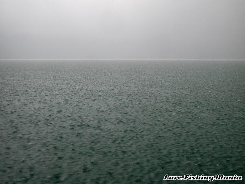 一転してドシャ降りになった中禅寺湖