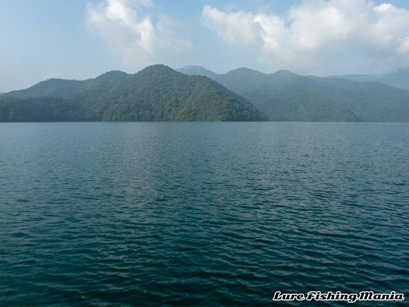 いよいよ朝二タイムに入ってきた中禅寺湖