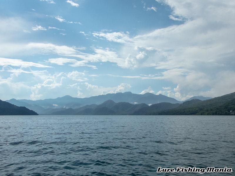 ゲリラ雷雨から回復した中禅寺湖