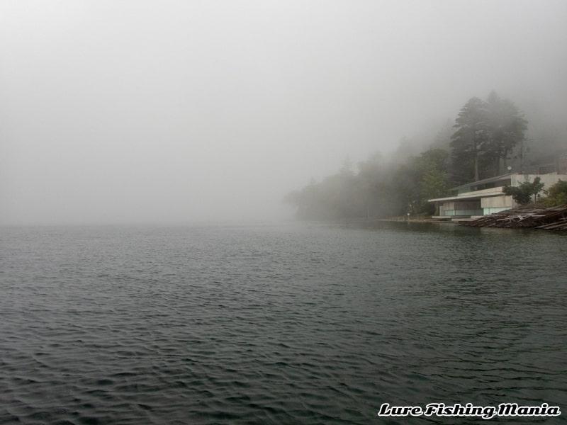 ホワイトアウトしてしまう午後の中禅寺湖