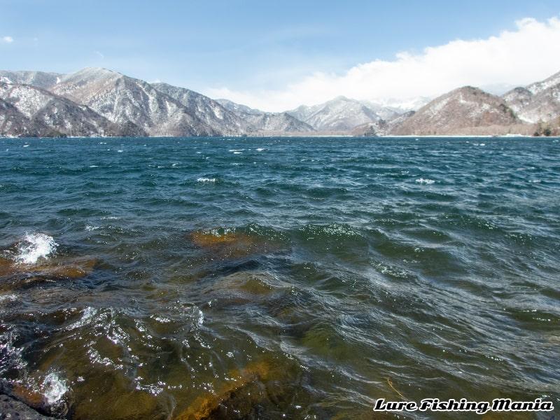暴風の中禅寺湖