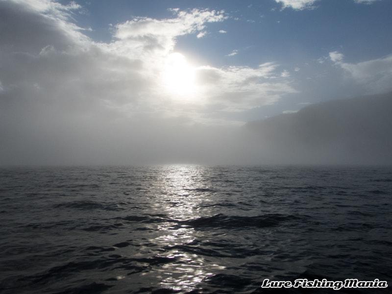 霧が立ちこめる中禅寺湖