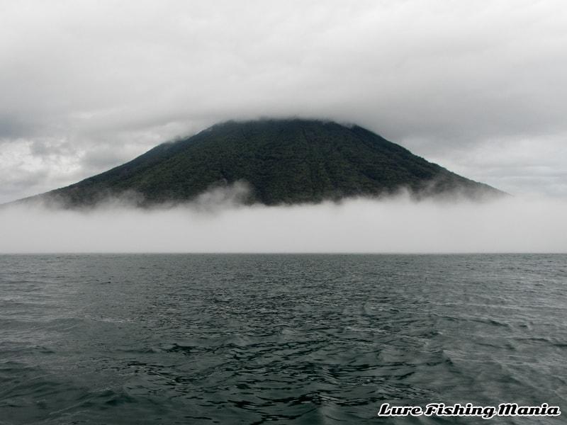 相変わらず霧が出る午後の中禅寺湖