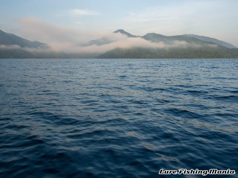 朝2番に突入した中禅寺湖