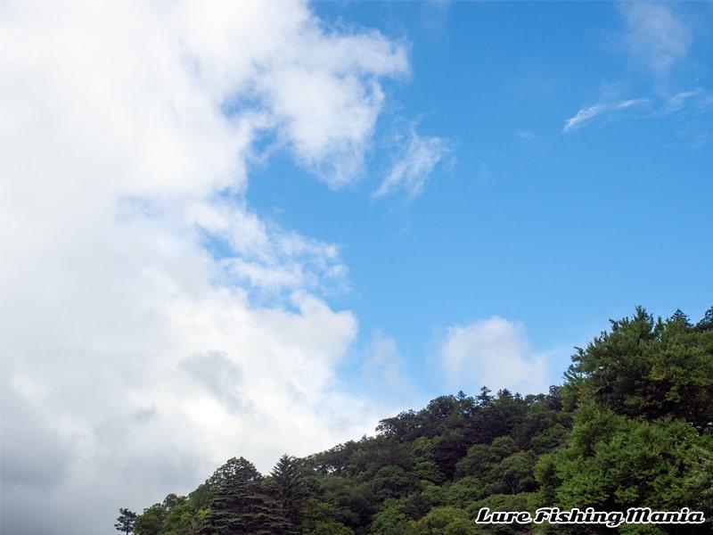 一転して晴れ間が出た中禅寺湖