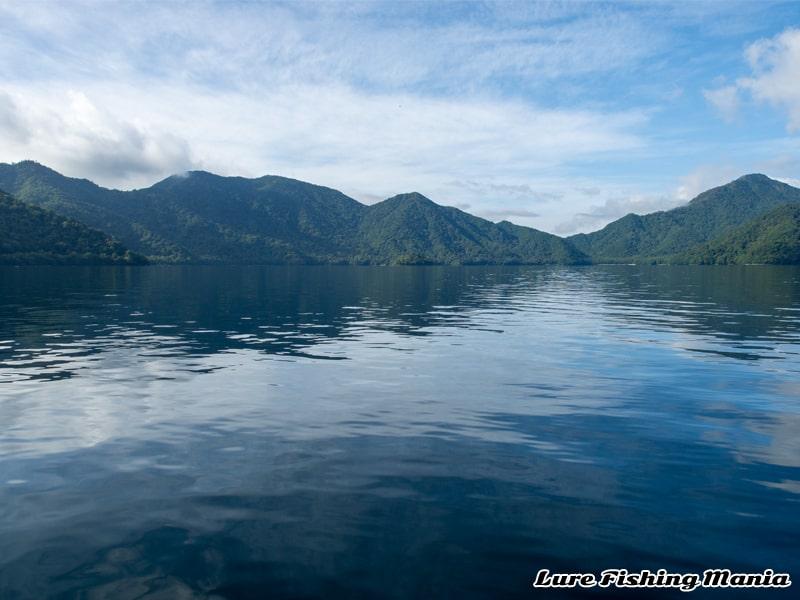ピーカンになって落ち着いてしまった中禅寺湖