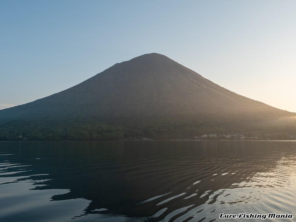 久々に見た沖からの男体山