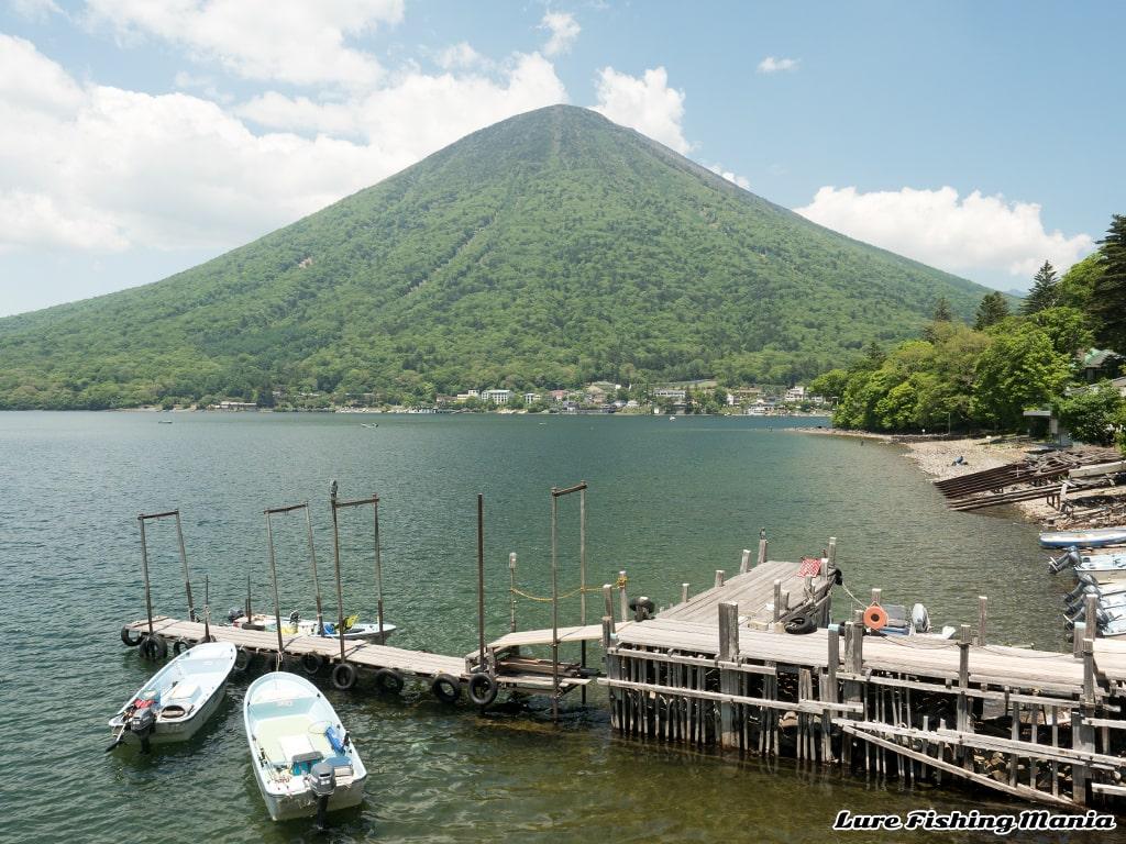 観光日和の中禅寺湖