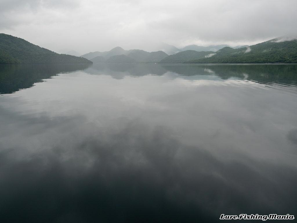 静かになった湖面