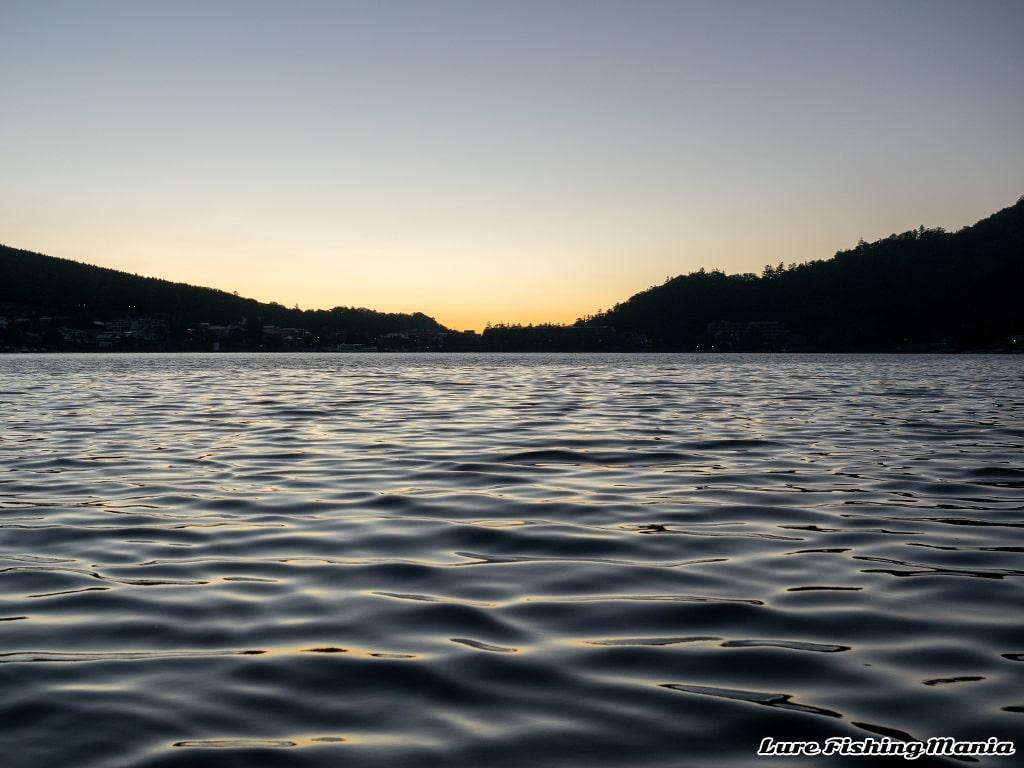 気持ち良い晴れとなった朝の中禅寺湖