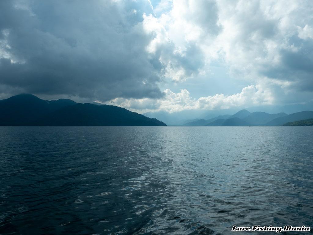 午後も天気が良い中禅寺湖