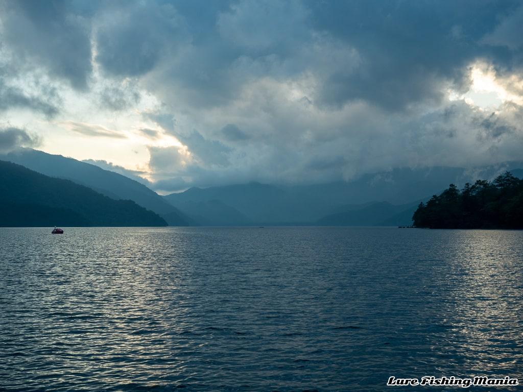 ストップフィッシング間際の中禅寺湖